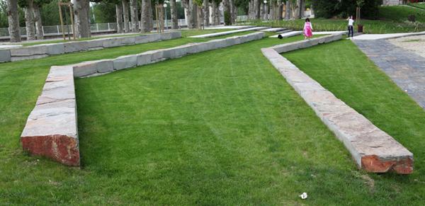 15-Parque-en-Burdeos-Francia-bloque-cuarcita-cobre-2