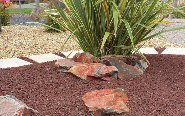 La piedra natural adquiere importancia en los proyectos de for Jardines con piedra volcanica