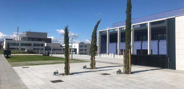 granito-blanco-berrocal-fachada-ventilada-universidad-navarra-naturpiedra-jbernardos11