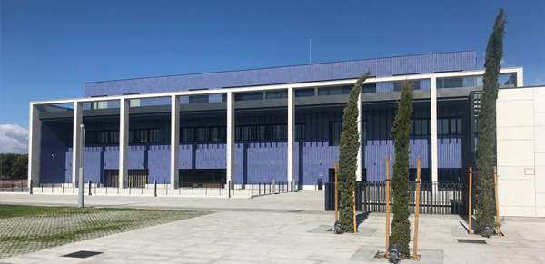granito-blanco-berrocal-fachada-ventilada-universidad-navarra-naturpiedra-jbernardos13
