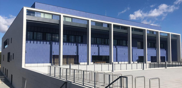 granito-blanco-berrocal-fachada-ventilada-universidad-navarra-naturpiedra-jbernardos16