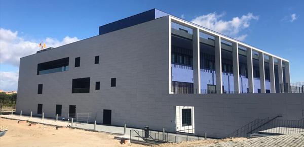 granito-blanco-berrocal-fachada-ventilada-universidad-navarra-naturpiedra-jbernardos18