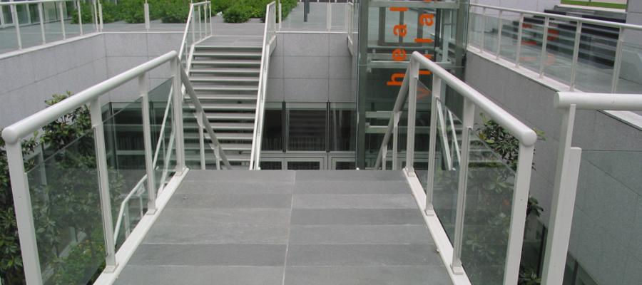 escaleras de las zonas comunes rehabilitada con Offerdal Jbernardos